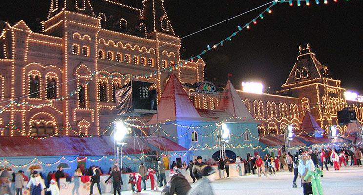 Каток на Красной площади ждет гостей